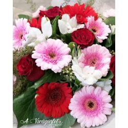 Gerbera rózsával virágcsokor