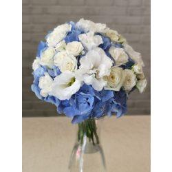 Kék hortenzia fehér virágokkal menyasszonyi csokor
