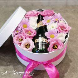 Pink virágok és pezsgő