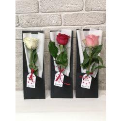 1 szál rózsa modern csomagolásban