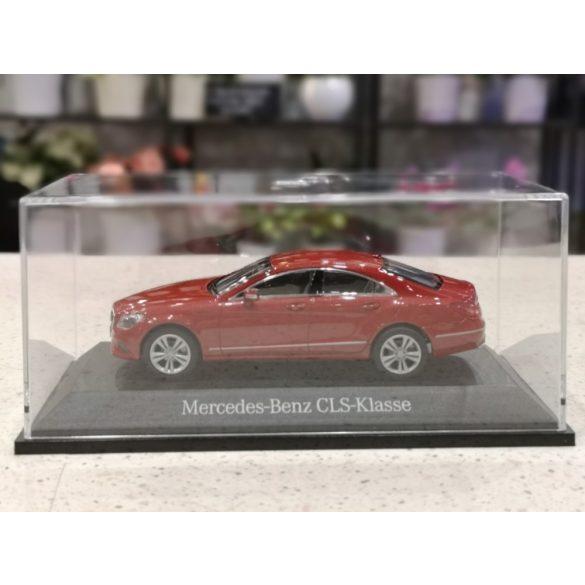 Piros adventi dísz eredeti Mercedes modell autóval