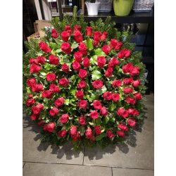 Nagy álló koszorú rózsából