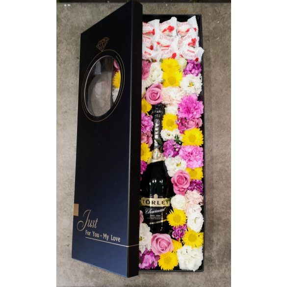 Luxus virágdoboz pezsgővel és bonbonnal