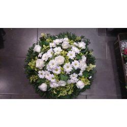 Domb koszorú fehér rózsából