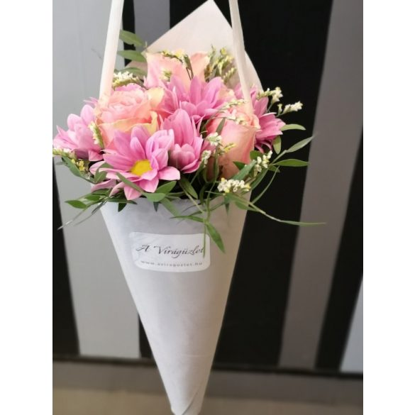 Rózsaszín virágtölcsér