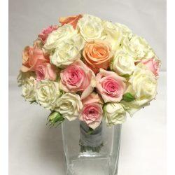 Rózsa és más semmi menyasszonyi csokor